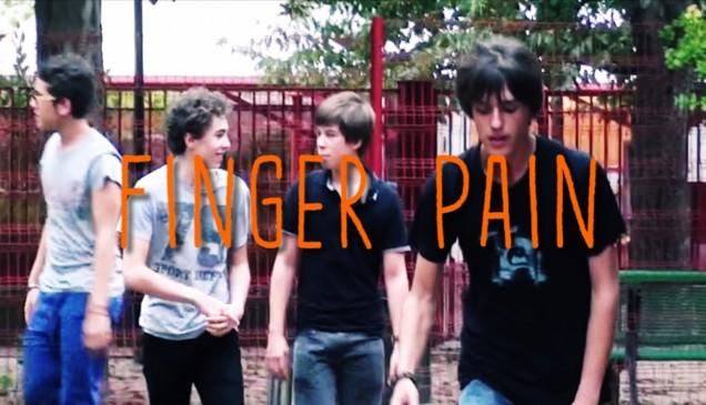 [IMAGE UNE] Teaser Finger Pain